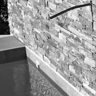 Mur en pierre avec pissette.</p>