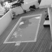 Terrasse et piscine.<br />