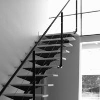 Escalier métal et bois avec limon central.<br />