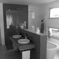 Salle de bains côté vasques.<br />
