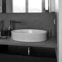 Meuble de salle d'eau : vasques cylindriques posées sur plan en béton ciré<br />