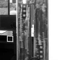 Porte coulissante en verre, séparation séjour / cuisine<br />
