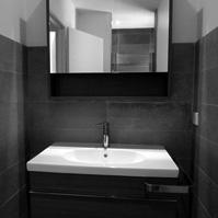 Meuble de la salle de bain.</p>