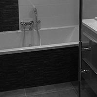 Salle de bain, plaquage pierre sur tablier de baignoire<br />