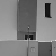 Vue plus proche de la façade d&rsquo;entrée</p>
