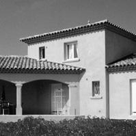 Villa traditionnelle. Etage avec toiture quatre pentes. RDC avec toiture tuile trois pente, deux rangs de génoise, arcadres sur terrasse couverte. Castelnau le Lez  (34170).<br />